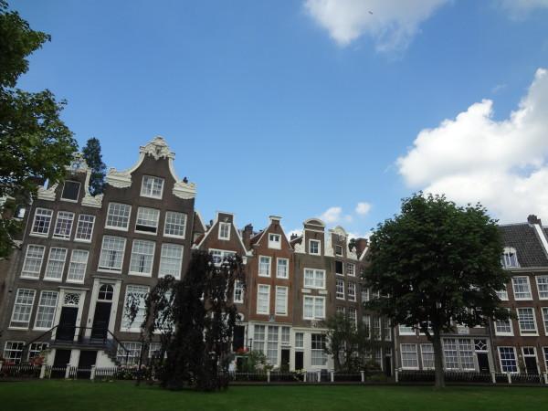 17. Amsterdam: città la cui urbanistica esalta uno stile unico ed irripetibile