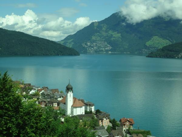 1. Il lago dei quattro cantoni: la perla lacustre della Svizzera