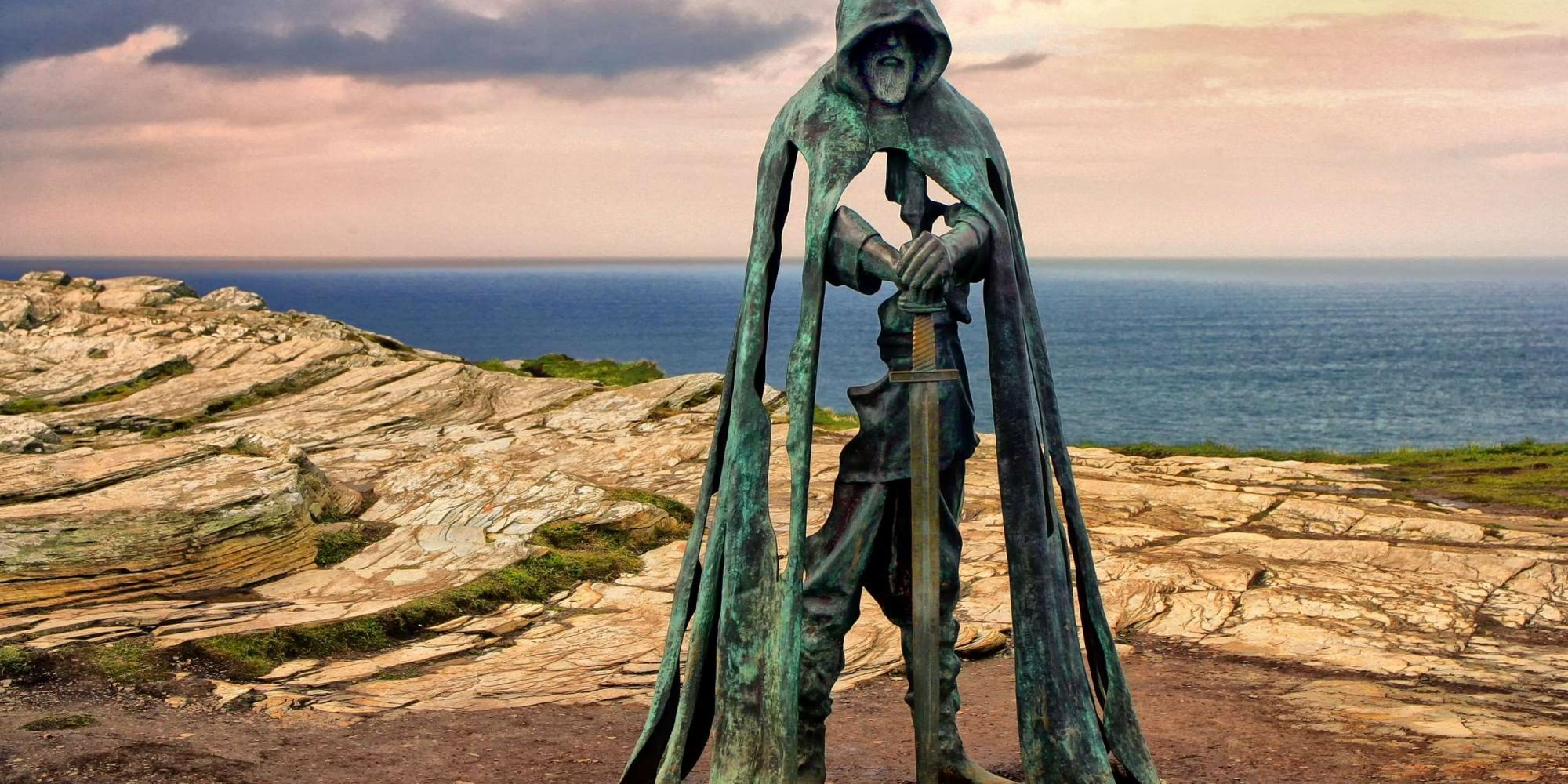 Tintagel: Statua di Re Artù