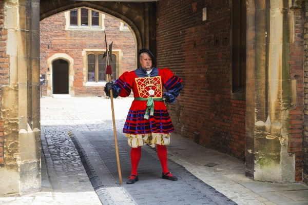 Hampton Court Guardia