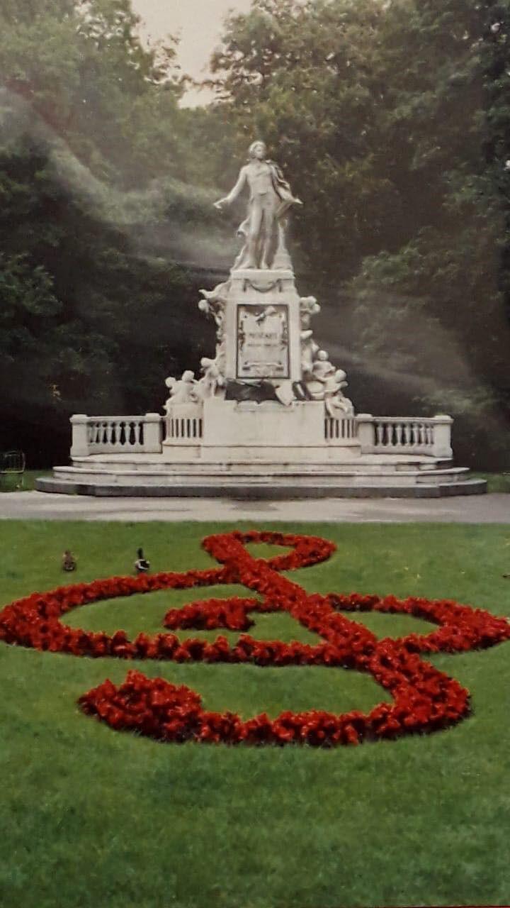 Statua dedicata all amato compositore Mozart