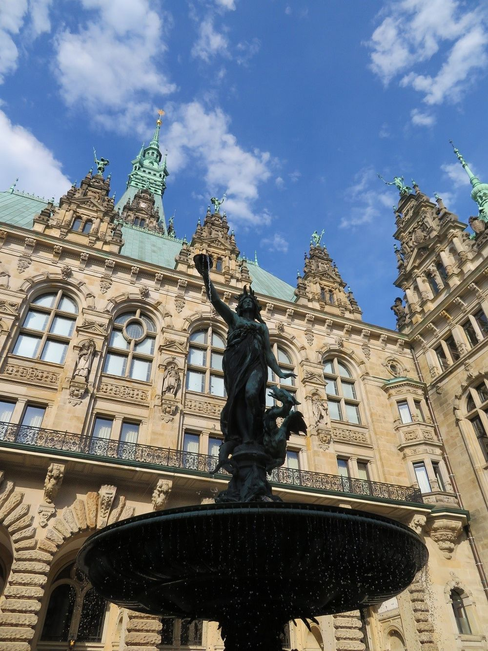 Statua Rathaus Amburgo