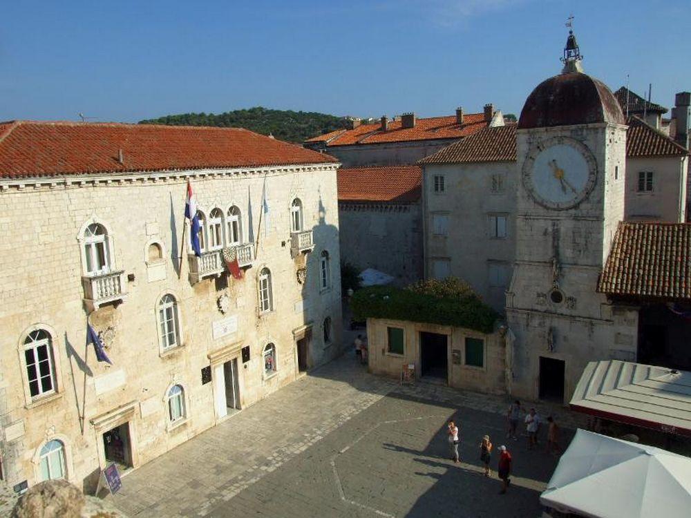 Trogir, Piazza della Cattedrale con Palazzo Comunale